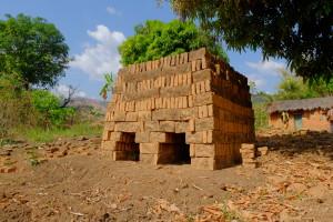 Il forno già costruito per la cottura dei mattoni